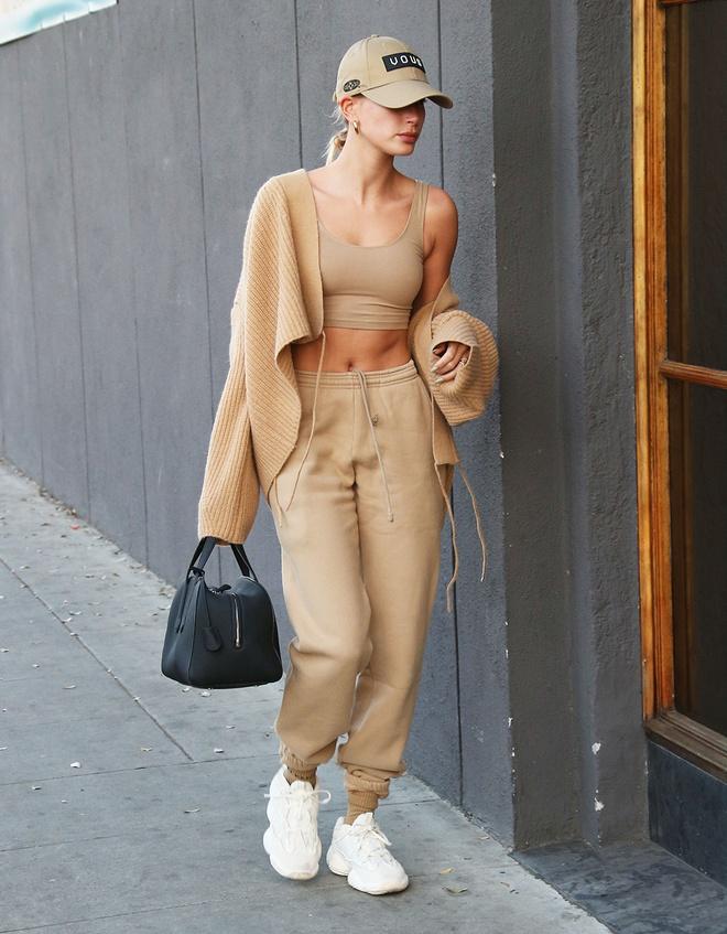 """Mặc lại """"áo vành đai"""" siêu ngắn, Tóc Tiên tích cực lăng xê phong cách Streetwear - hình ảnh 11"""