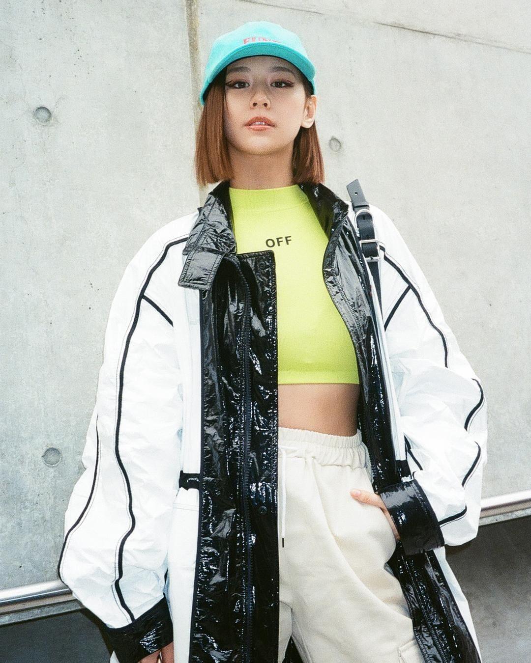 """Mặc lại """"áo vành đai"""" siêu ngắn, Tóc Tiên tích cực lăng xê phong cách Streetwear - hình ảnh 10"""