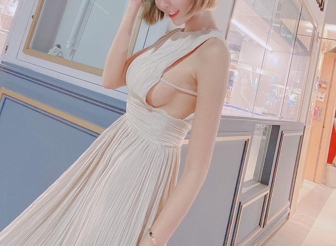 """Váy, áo """"toang"""" mạn sườn của chị em châu Á: Người đẹp vẻ mong manh, kẻ hở phô phản cảm - 2"""