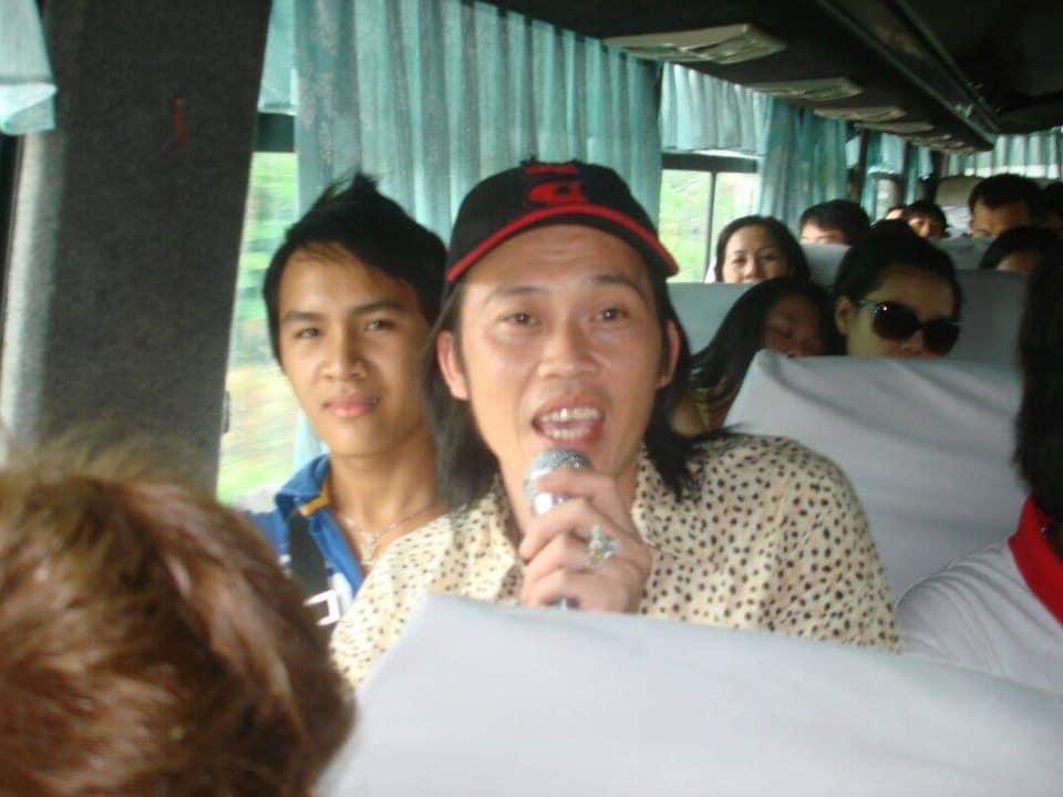 Con trai ruột Hoài Linh đăng ảnh cùng cha từ năm 15 tuổi, dung mạo khác biệt - hình ảnh 1