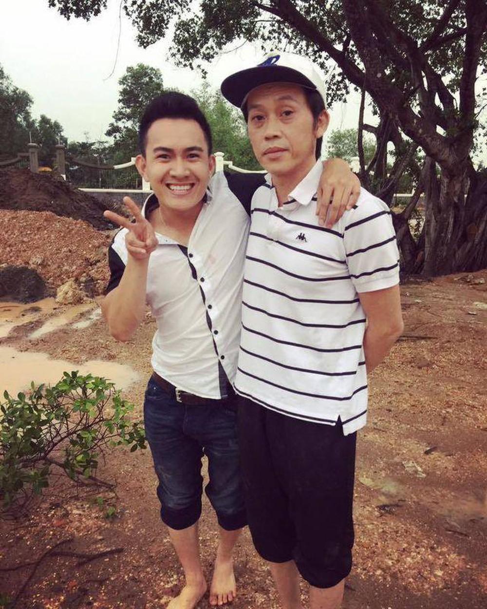 Con trai ruột Hoài Linh đăng ảnh cùng cha từ năm 15 tuổi, dung mạo khác biệt - hình ảnh 4