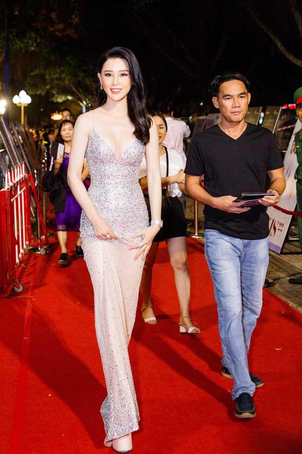 Á hậu Thái Như Ngọc xinh đẹp, tươi trẻ trong đêm thi bikini của Hoa hậu Việt Nam - hình ảnh 4