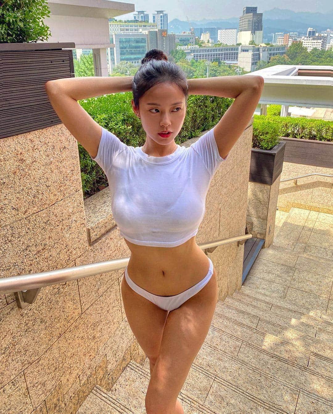 Cô gái gây sốt khi mặc quần nude chơi golf hóa ra là người mẫu có body hoàn mỹ - hình ảnh 7