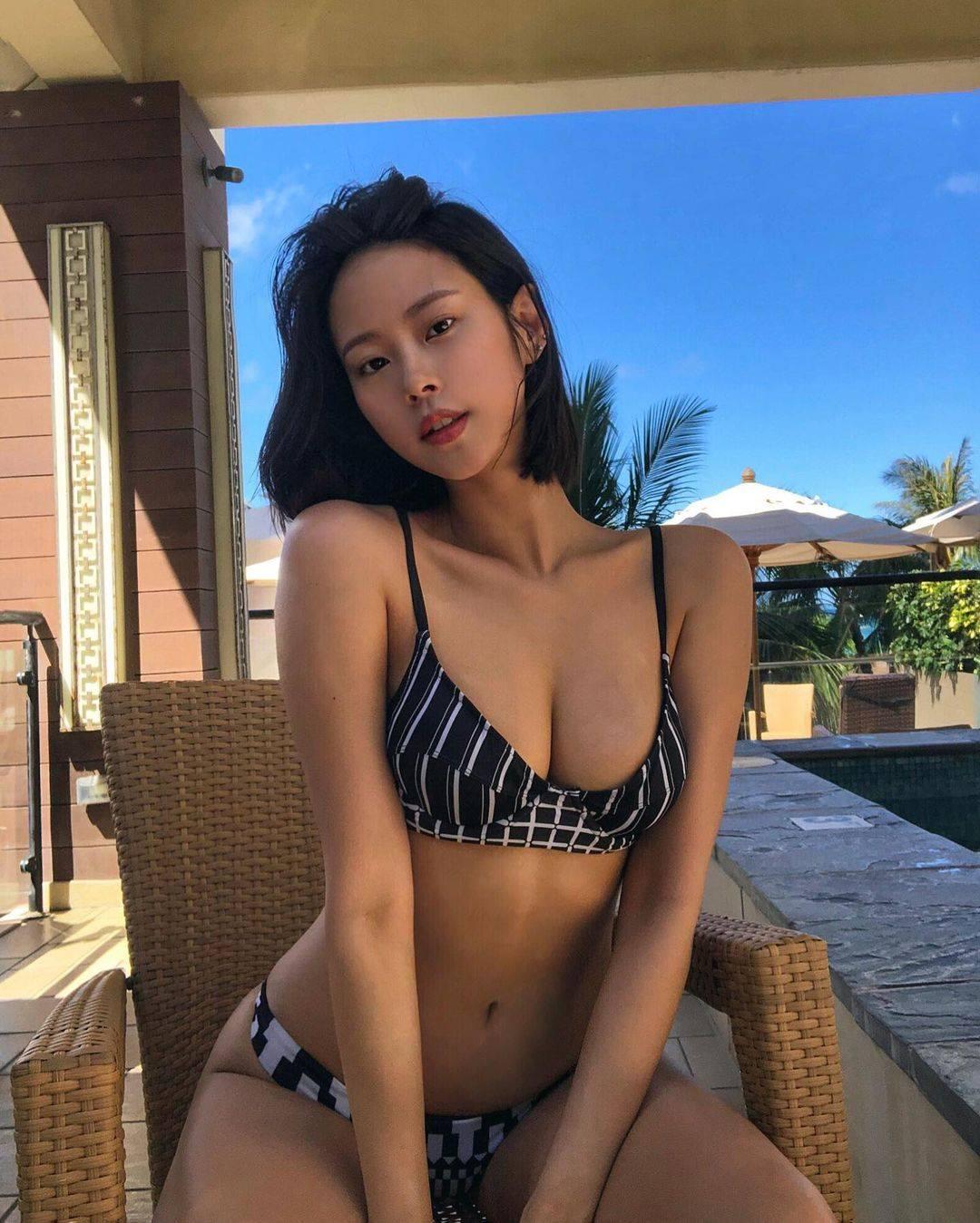 Cô gái gây sốt khi mặc quần nude chơi golf hóa ra là người mẫu có body hoàn mỹ - hình ảnh 4