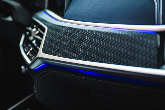 Soi chi tiết BMW X7 phiên bản Dark Shadow 500 chiếc trên toàn cầu - 10