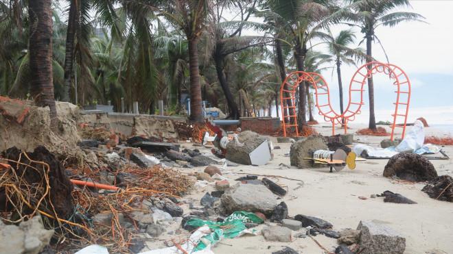Bão số 13 gây thiệt hại nặng khu vực ven biển - 2