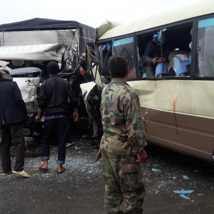 Clip: Ớn lạnh hiện trường vụ tai nạn giữa xe khách và ô tô tải ở chân đèo Chiềng Đông - hình ảnh 2