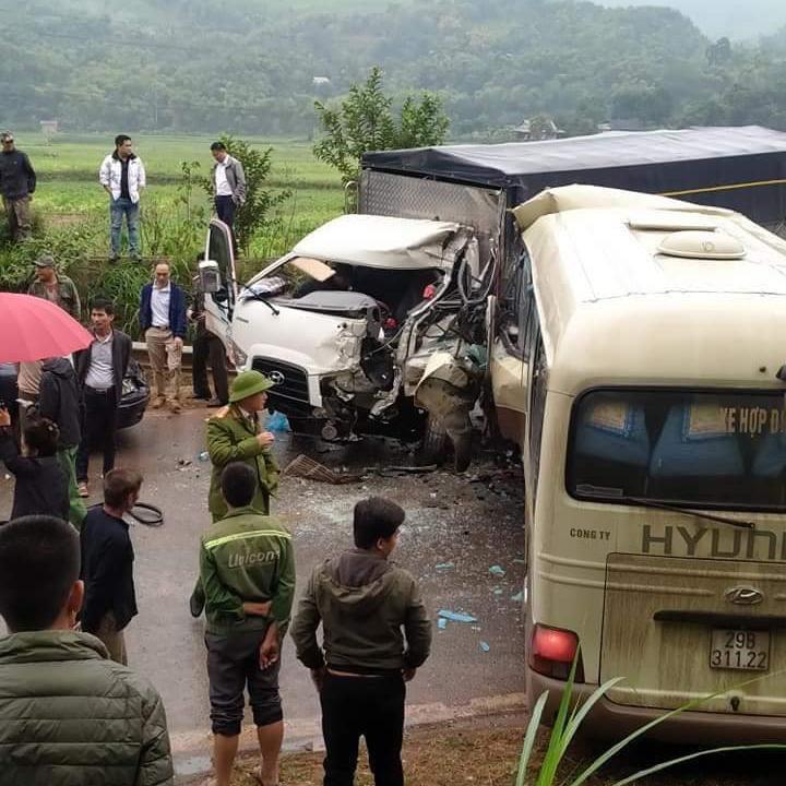Clip: Ớn lạnh hiện trường vụ tai nạn giữa xe khách và ô tô tải ở chân đèo Chiềng Đông - hình ảnh 3