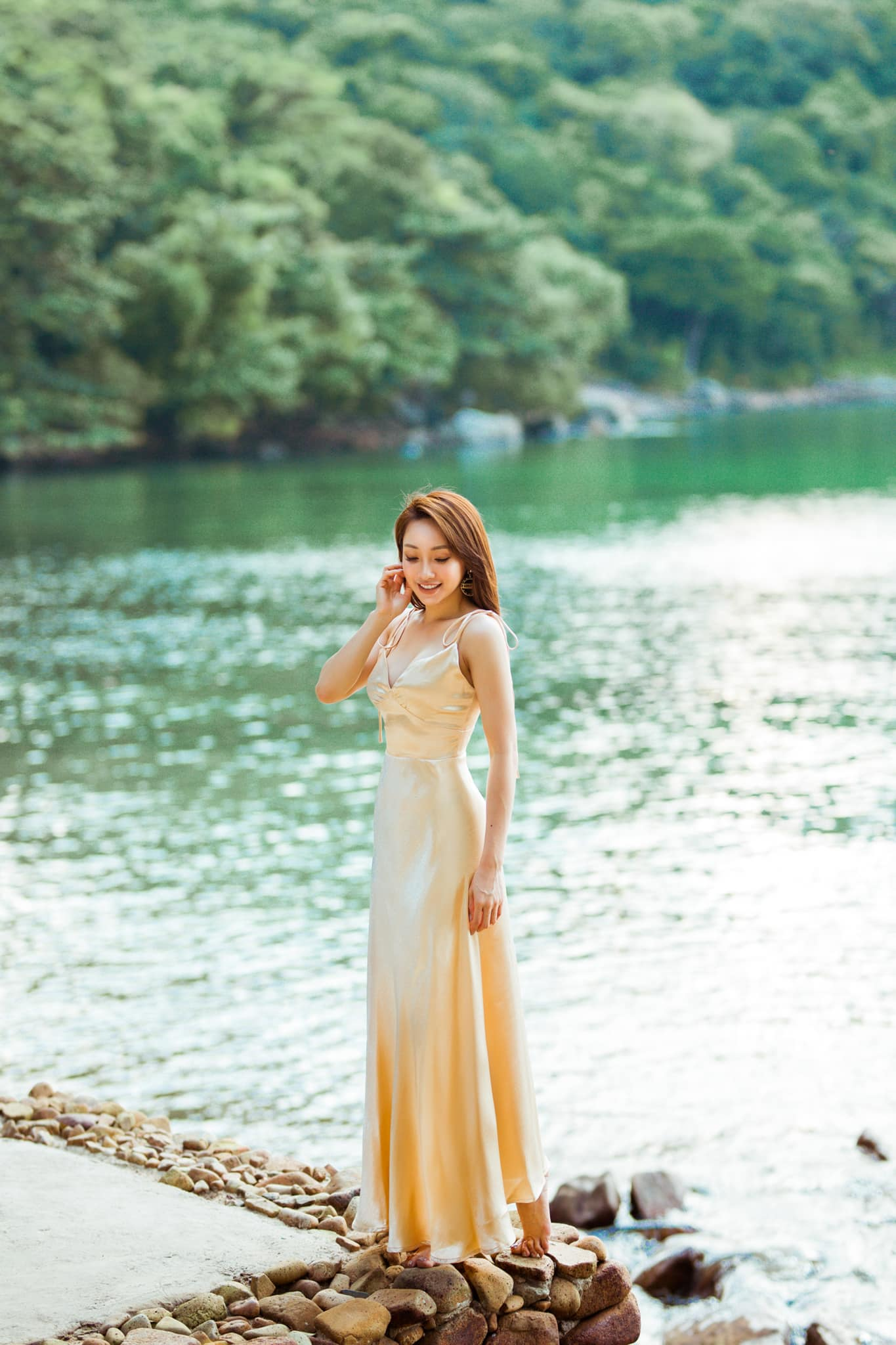 Bạn gái CEO kém 16 tuổi của Chi Bảo đẹp gợi cảm, tâm đầu ý hợp - hình ảnh 7