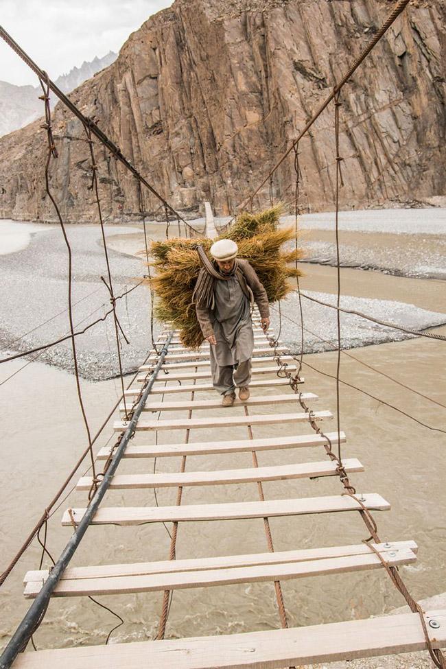 Du lịch - Những cây cầu nguy hiểm khiến mỗi bước chân đều run rẩy - 0