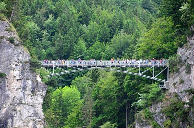 Du lịch - Những cây cầu nguy hiểm khiến mỗi bước chân đều run rẩy - 10