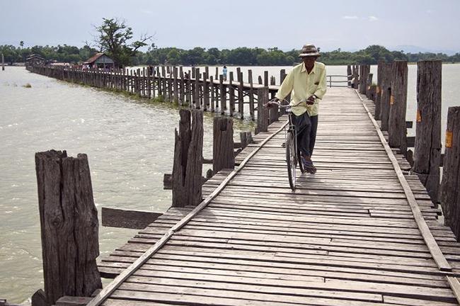 Du lịch - Những cây cầu nguy hiểm khiến mỗi bước chân đều run rẩy - 13