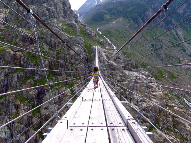 Du lịch - Những cây cầu nguy hiểm khiến mỗi bước chân đều run rẩy - 1
