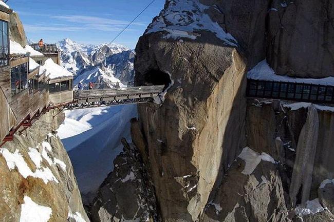Du lịch - Những cây cầu nguy hiểm khiến mỗi bước chân đều run rẩy - 3