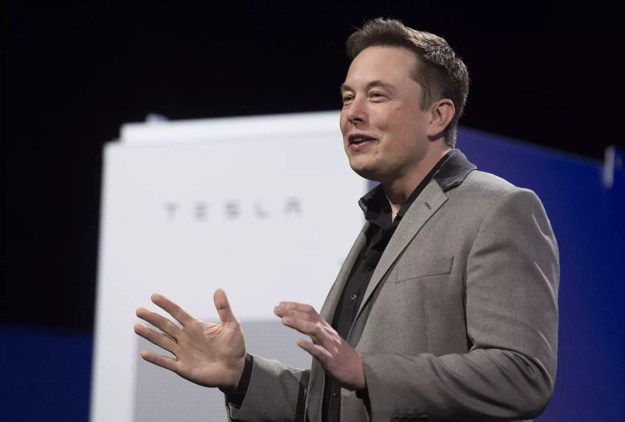 """""""Gã điên"""" Elon Musk lật đổ ông chủ Facebook, thành người giàu thứ 3 thế giới - 1"""