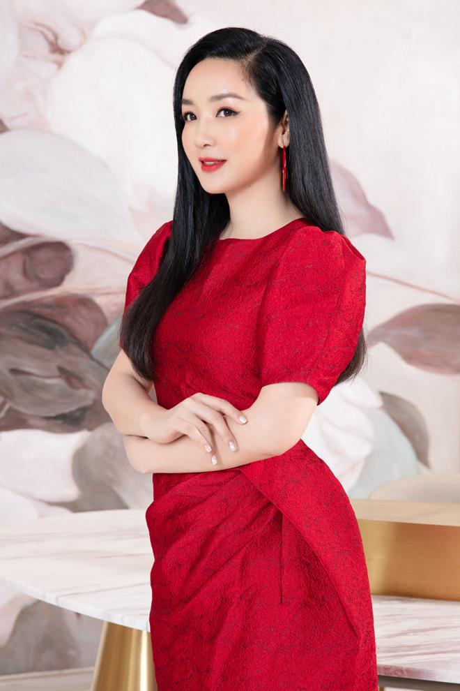 Hoa hậu Giáng My khoe thân hình gợi cảm hút mọi chú ý - 1