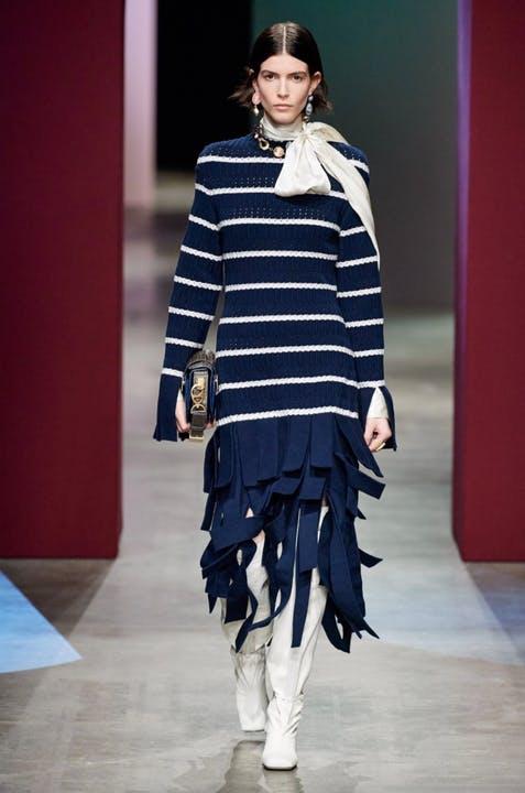 Bí quyết ăn mặc như những cô gái Pháp sành điệu cho bạn mùa này - hình ảnh 2