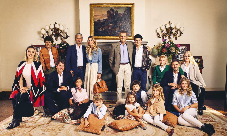 10 gia đình quyền lực thống trị ngành thời trang thế giới - hình ảnh 3