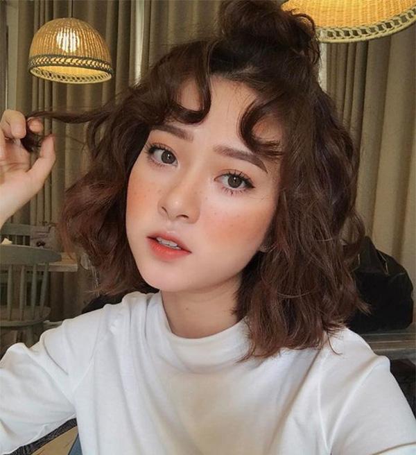 25 kiểu tóc ngắn uốn đẹp phù hợp với mọi gương mặt hot nhất hiện nay - hình ảnh 1