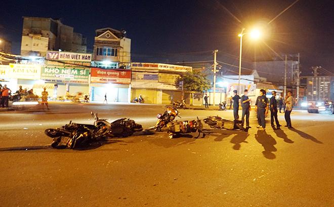 Sau tiếng gào thét và cảnh tượng hãi hùng ô tô tông 10 xe máy ở Sài Gòn - 6