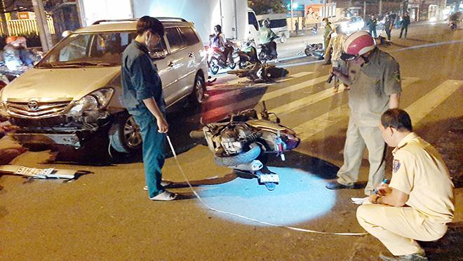 Sau tiếng gào thét và cảnh tượng hãi hùng ô tô tông 10 xe máy ở Sài Gòn - hình ảnh 8