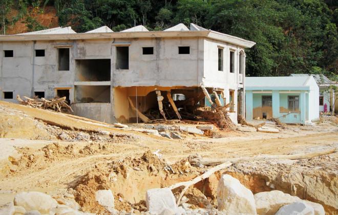CLIP: Kinh hoàng cảnh tượng tan hoang tại Phước Thành sau 3 tuần cô lập - 8