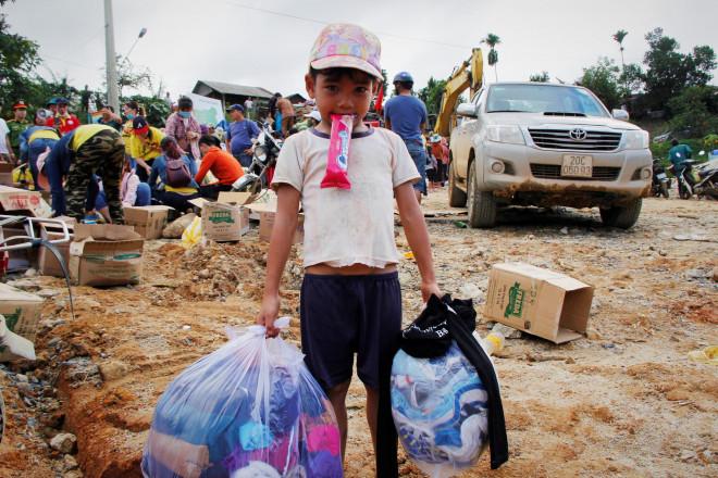 CLIP: Kinh hoàng cảnh tượng tan hoang tại Phước Thành sau 3 tuần cô lập - 13