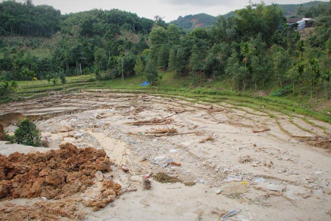CLIP: Kinh hoàng cảnh tượng tan hoang tại Phước Thành sau 3 tuần cô lập - 14