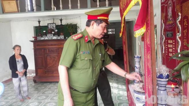 Vợ trẻ khóc nghẹn bên bộ quân phục đại úy của chồng tử vong vì TNGT - 1