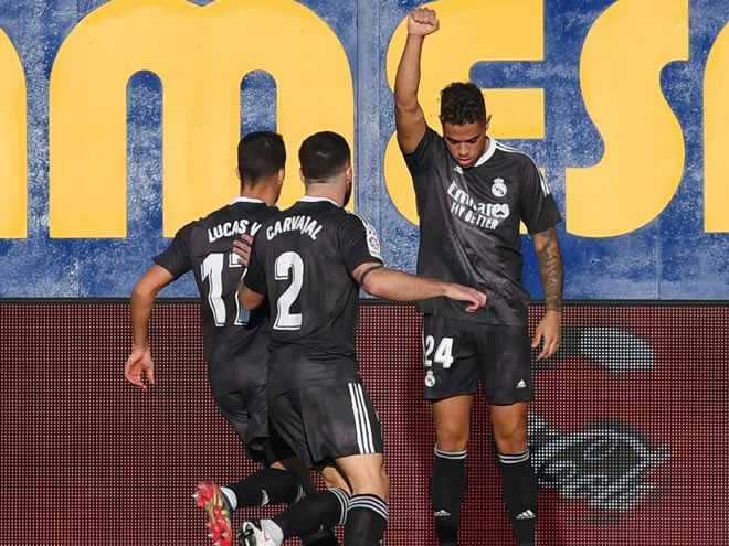 """Video highlight trận Villarreal - Real Madrid: """"Phủ đầu"""" ngỡ ngàng nhờ VAR (H1) - 1"""