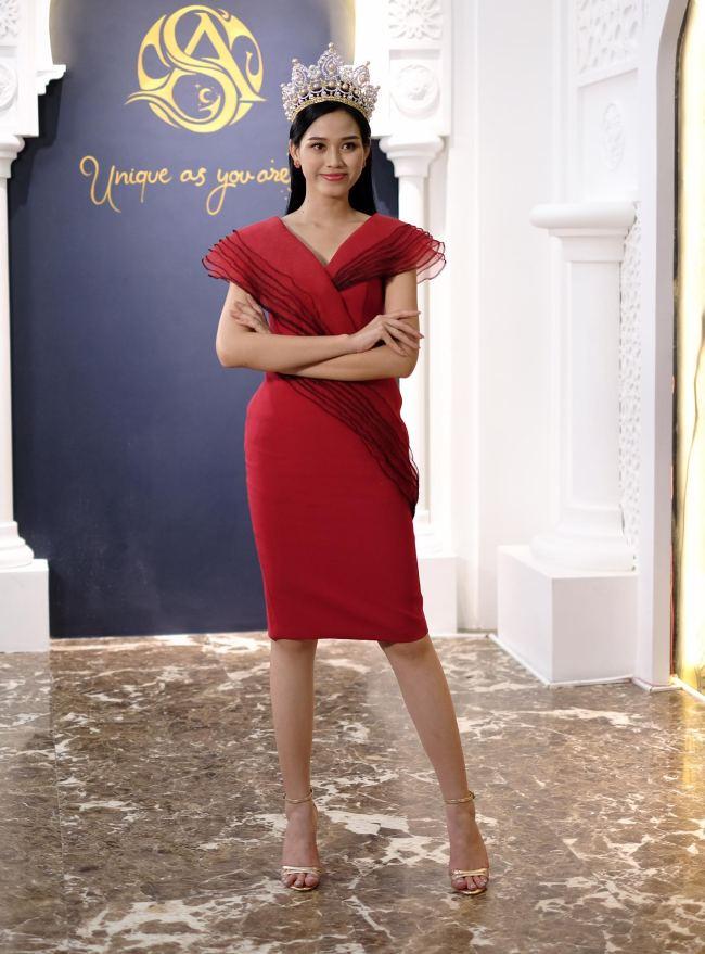 """Hoa hậu Đỗ Thị Hà: """"Năm 2 đại học biết làm điệu nên nhiều người theo đuổi"""" - hình ảnh 1"""