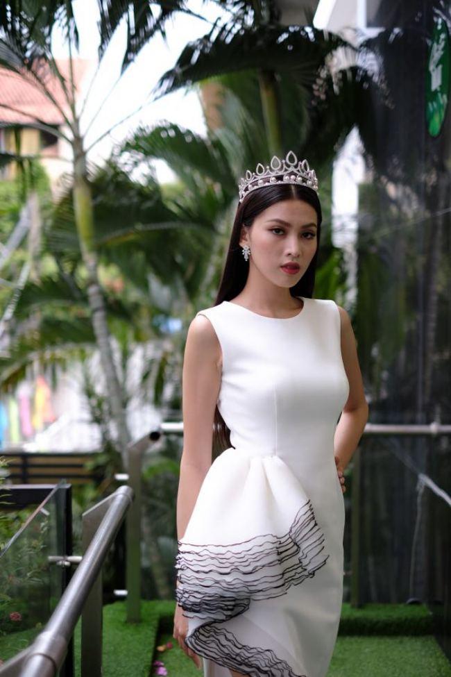 """Hoa hậu Đỗ Thị Hà: """"Năm 2 đại học biết làm điệu nên nhiều người theo đuổi"""" - hình ảnh 3"""
