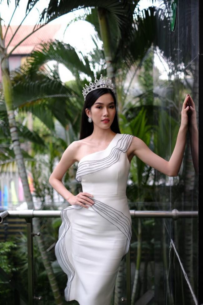 """Hoa hậu Đỗ Thị Hà: """"Năm 2 đại học biết làm điệu nên nhiều người theo đuổi"""" - hình ảnh 2"""