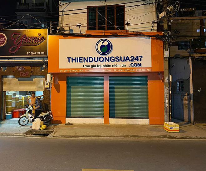 3 con tin bị thanh niên cầm dao khống chế trong cửa hàng sữa ở Sài Gòn - 2