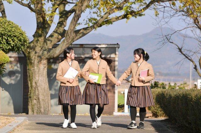"""Hàn Quốc áp dụng đồng phục mới nhằm """"thủ tiêu"""" những chiếc váy 20 cm nơi học đường - 1"""