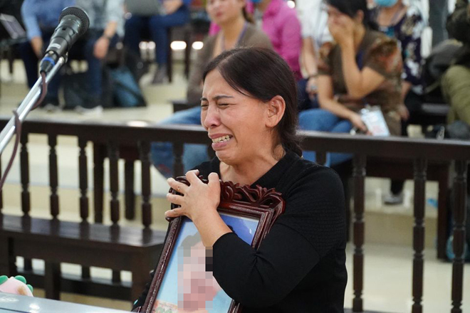 Vụ bé 3 tuổi bị bạo hành tử vong: Bà Dự nói lý do chưa xin giảm án cho con gái - 1