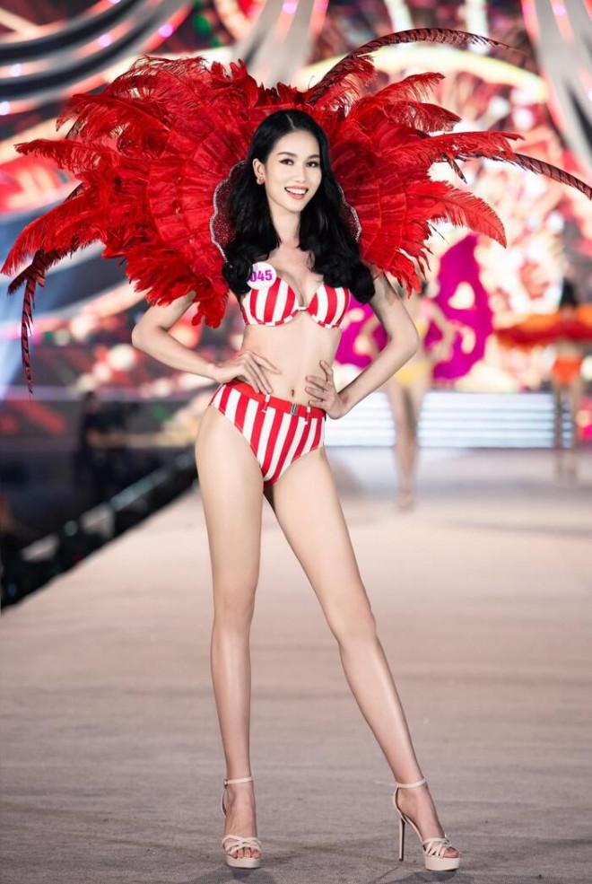 Hoa hậu Đỗ Thị Hà 'đọ' bikini nóng bỏng với 2 Á hậu Phương Anh và Ngọc Thảo - 7