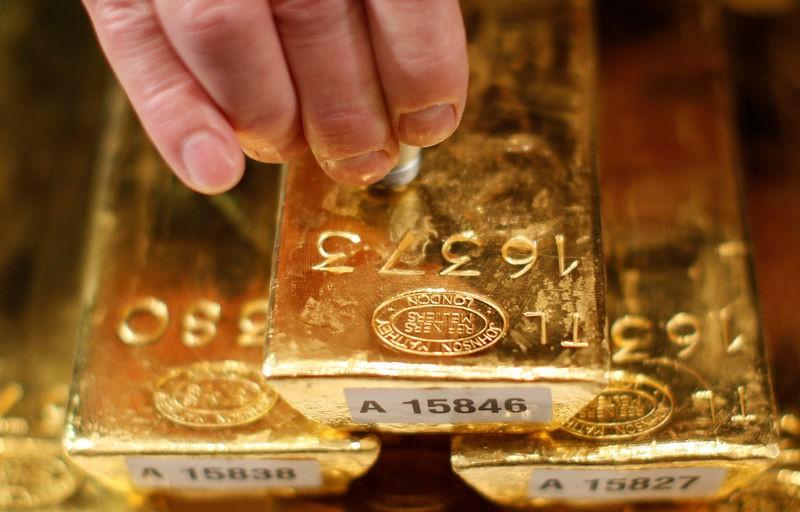 Giá vàng hôm nay 25/11: Liên tục xuyên thủng đáy, dân buôn bán tháo 17 tấn vàng - 1