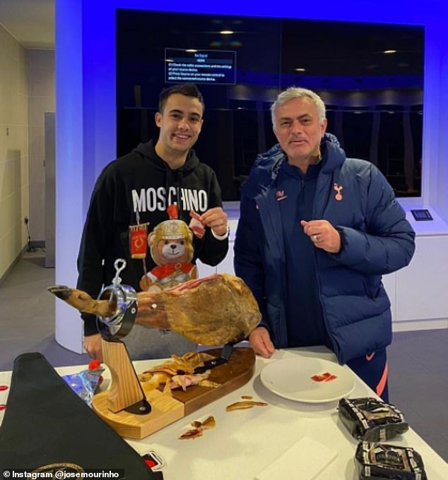 Mourinho đãi SAO Tottenham món thịt giá 15 triệu đồng gây sốc - 1