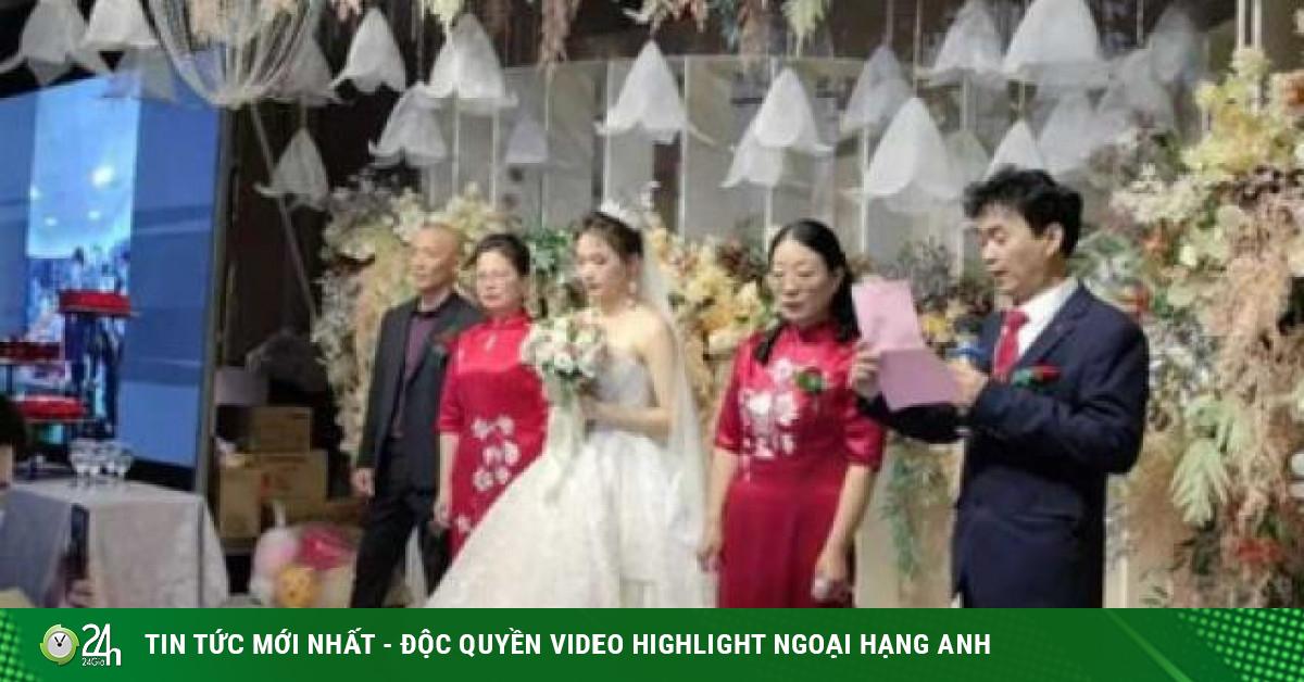 Chú rể buộc phải bỏ đám cưới, cô dâu một mình đứng giữa bố mẹ 2 nhà