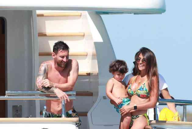 Nhan sắc nóng bỏng của vợ Messi khiến nhiều chị em ghen tị - 10