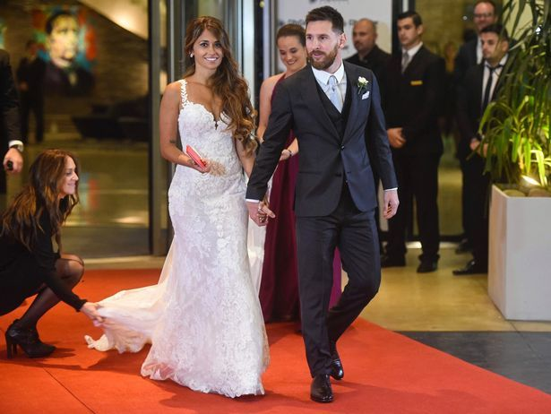 Nhan sắc nóng bỏng của vợ Messi khiến nhiều chị em ghen tị - 11