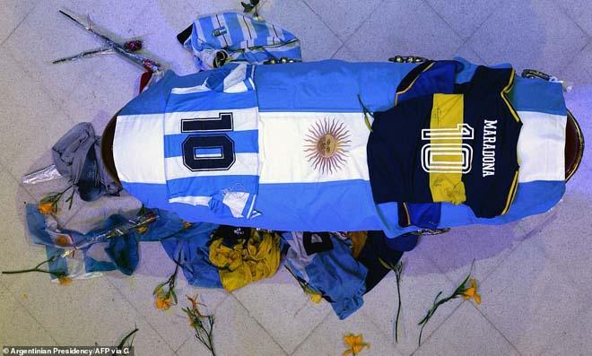 Lễ quốc tang huyền thoại Maradona: Nỗi tiếc thương hóa bạo động ở Argentina - 1