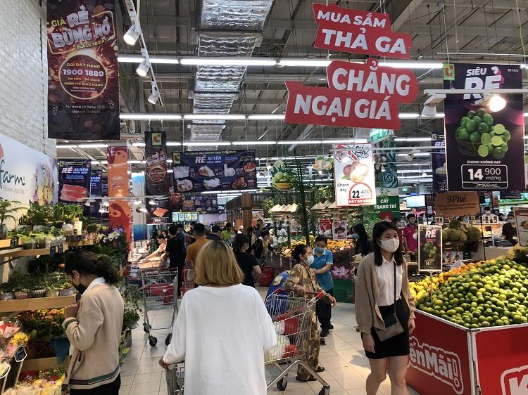 """""""Black Friday"""" một củ khoai lang cũng giảm giá 50%, người Hà Nội chen chân chật kín siêu thị - 1"""
