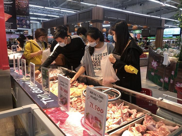 """""""Black Friday"""" một củ khoai lang cũng giảm giá 50%, người Hà Nội chen chân chật kín siêu thị - 2"""