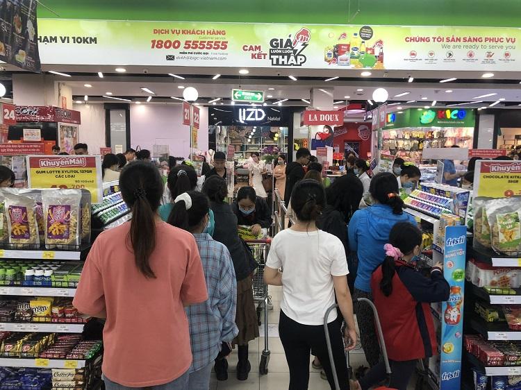 """""""Black Friday"""" một củ khoai lang cũng giảm giá 50%, người Hà Nội chen chân chật kín siêu thị - 3"""