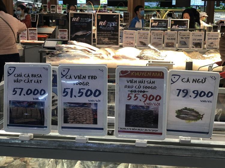 """""""Black Friday"""" một củ khoai lang cũng giảm giá 50%, người Hà Nội chen chân chật kín siêu thị - 8"""
