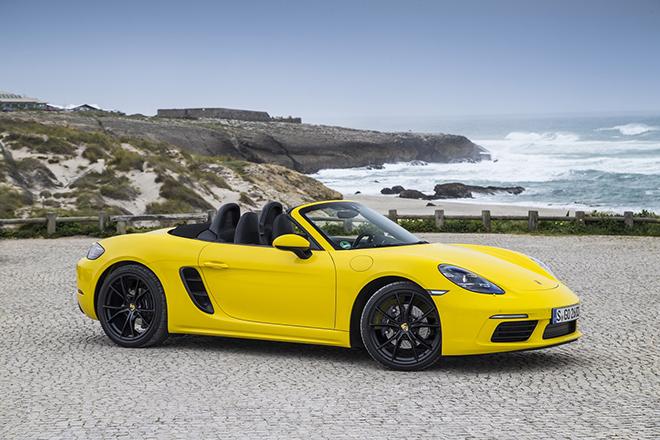 """Shipper """"tận tâm"""" với nghề, lái hẳn Porsche 718 Boxster hơn 4 tỷ đồng đi giao nước - 1"""