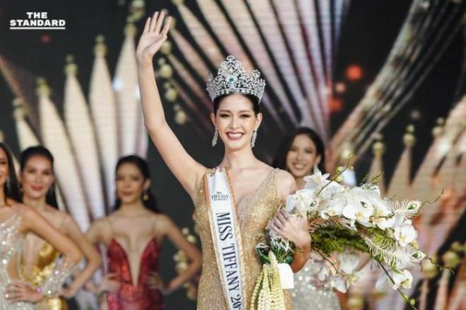 """Sắc vóc của Hoa hậu Chuyển giới Thái Lan từng là """"fan cứng"""" của Hương Giang - 2"""