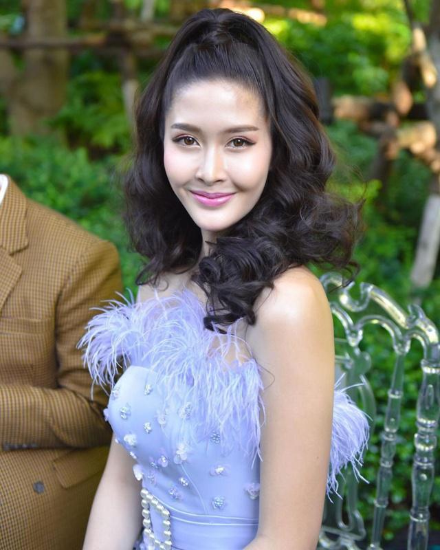 """Sắc vóc của Hoa hậu Chuyển giới Thái Lan từng là """"fan cứng"""" của Hương Giang - 7"""